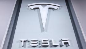 Tesla mit Aktienplus trotz Verlust