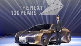 Harald Krüger auf der 100-Jahr-Feier BMWs mit der Studie Vision Next 100