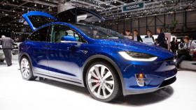 Tesla Motors bringt günstigeres Model X