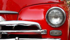 Autoscheinwerfer an Klassiker
