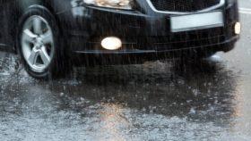 aquaplaning_auto_nasse_strasse-280x158 Rückfahrkamera nachrüsten – rechtliche Hinweise und Anleitung zum selber einbauen