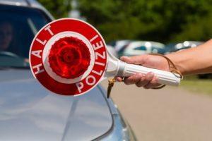 verkehrskontrolle_halt_polizei-300x200 Verkehrskontrolle: So verhalten Sie sich richtig