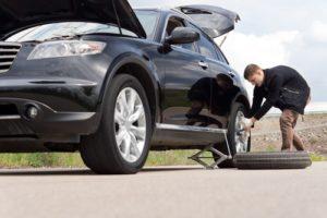 reifenpanne-300x200 Reifenwechsel - Was bei einer Reifenpanne zu tun ist