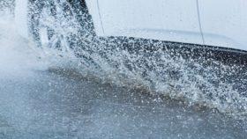 aquaplaning-auto-rad-280x158 Hilfreiche Tipps: Was vor der Hauptuntersuchung (HU) des Fahrzeuges zu ist