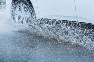 aquaplaning-auto-rad-300x200 Aquaplaning - Tipps zum Vorbeugen