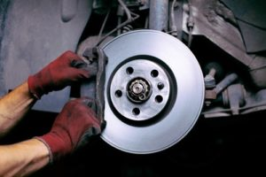 bremsbelaege_wechseln-300x200 Bremsbeläge wechseln - Unsere Tipps