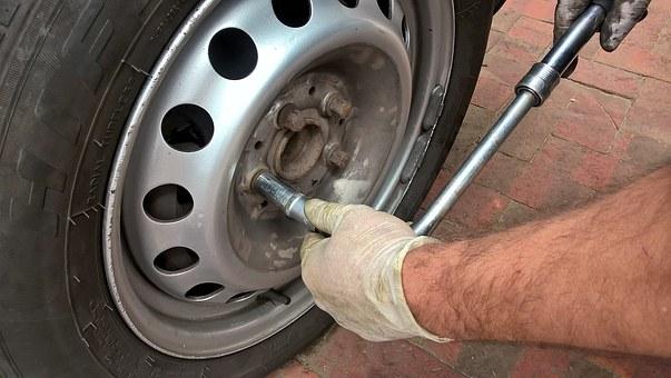 wheel-1017023__340 Der einfache Weg auf die Winterbereifung zu wechseln