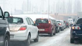 strassenverkehr_im_winter-280x158 Mit dem Auto entspannt in den Winterurlaub