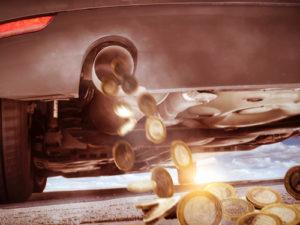 auspuff-geld-300x225 Dieselsubvention: VW Vorstandschef überrascht mit Äußerung