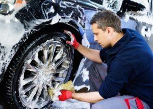 Autopflege-300x214 Autopflege lohnt sich: Relevante Kfz-Bauteile beachten
