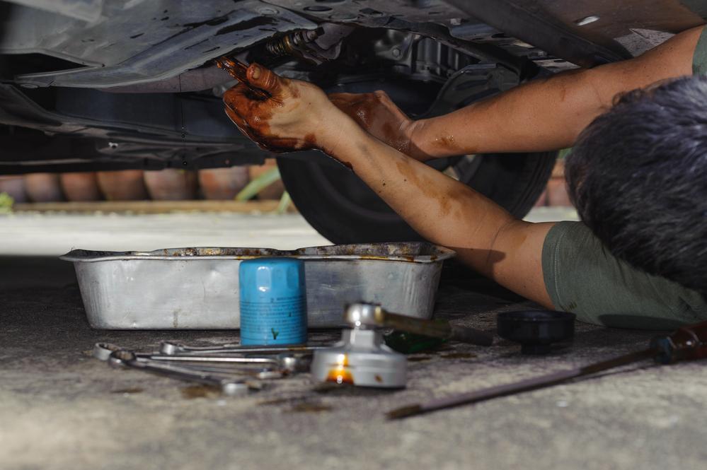 ölfilter-wechsel Ölfilter und Motoröl beim Auto richtig wechseln