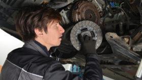 kupplung-pruefen-280x158 Radlager wechseln: Diagnose, Reparatur und Kosten