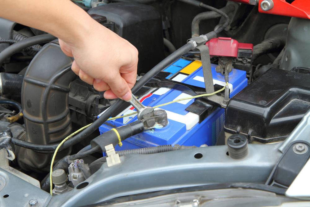 batterie-abklemmen Defekten Anlasser erkennen und wechseln