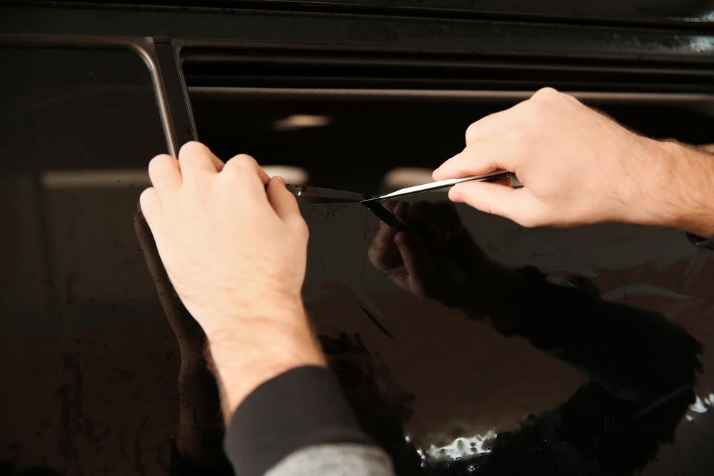 folie-zuschneiden Scheiben tönen beim Auto – Ratgeber, Rechtliches und Anleitung zum selber machen
