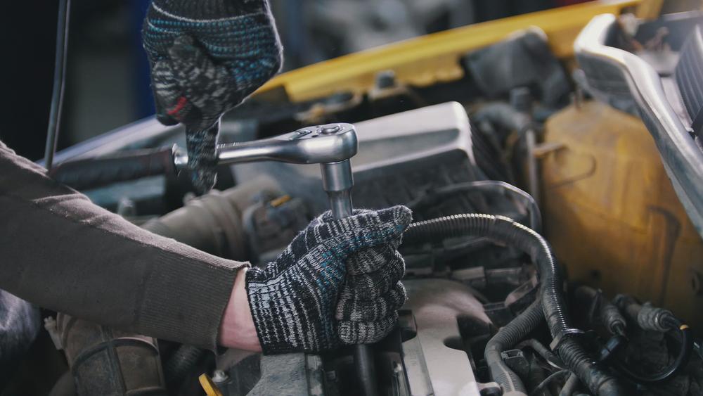 glühkerte-ausbauen Defekte Glühkerzen beim Diesel erkennen und wechseln