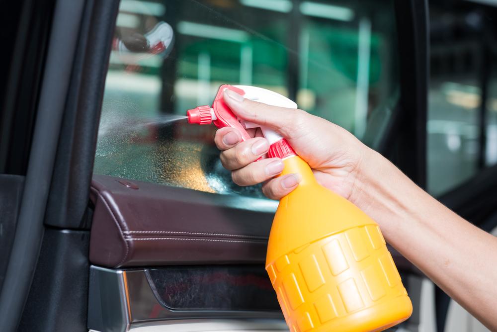 scheiben-vorbereiten Scheiben tönen beim Auto – Ratgeber, Rechtliches und Anleitung zum selber machen