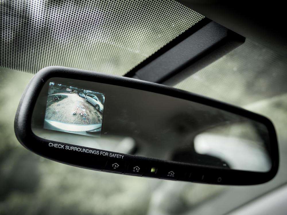 rückfahrkamera-im-rückspiegel Rückfahrkamera nachrüsten – rechtliche Hinweise und Anleitung zum selber einbauen