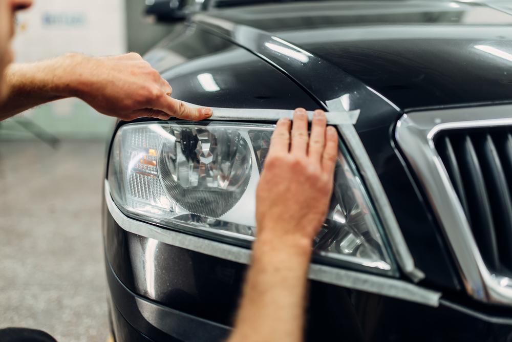 scheinwerfer-polieren-lack-abkleben Matte Scheinwerfer beim Auto polieren – Rechtliches und Ratgeber
