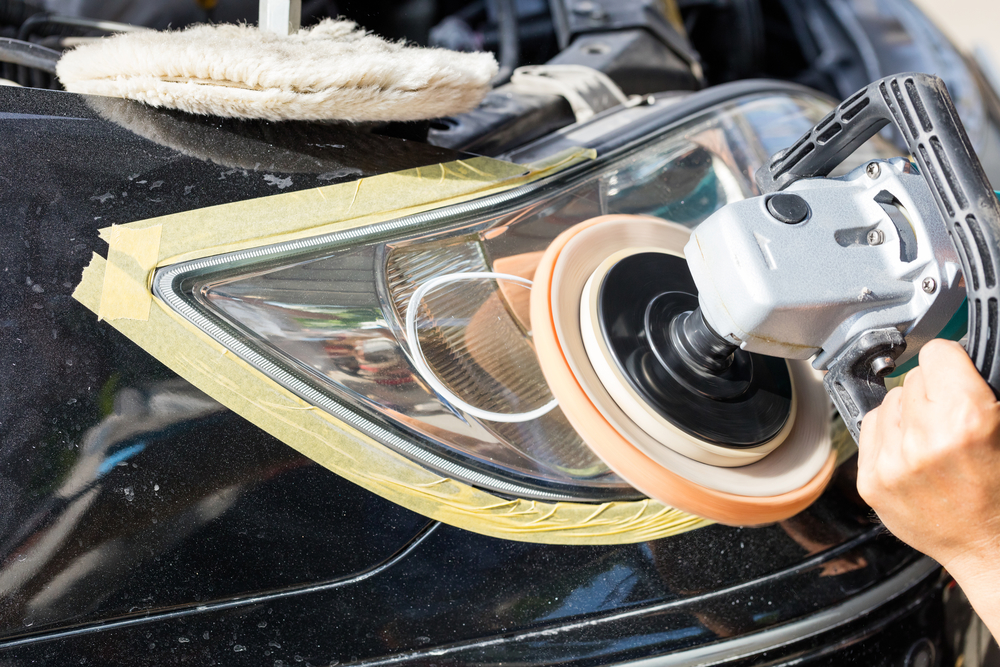 scheinwerfer-polieren Matte Scheinwerfer beim Auto polieren – Rechtliches und Ratgeber