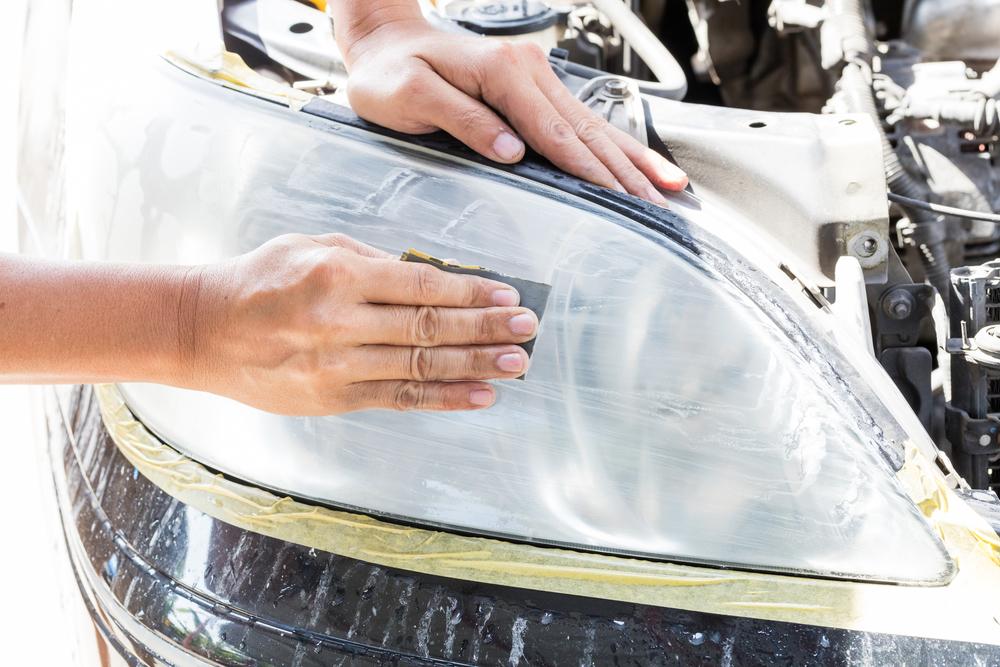 scheinwerfer-schmirgeln Matte Scheinwerfer beim Auto polieren – Rechtliches und Ratgeber