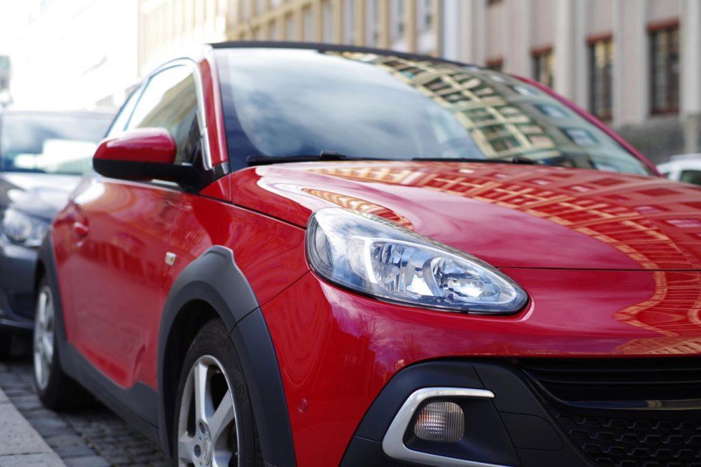 roter-kleinwagen-1024x683 Welche Automarken in der Ersatzteilbeschaffung besonders zu Buche schlagen