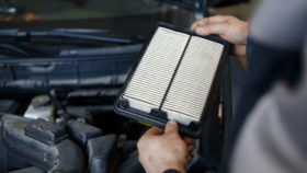 Bild1-Innenraumfilter-Pollenfilter-Auto-erneuern-280x158 Fahrwerksfedern – Aufbau, Funktion, Kosten und Anleitung zum Wechseln