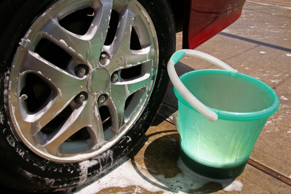 Bild2-Alufelge-waschen-und-reinigen Alufelgen selber reparieren – Wissenswertes und Ratgeber