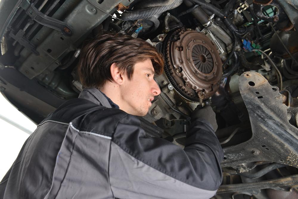Bild5-Getriebe-ausgebaut-Kupplungsautomat-lösen Ratgeber Getriebe Kupplung – Funktion, Wissenswertes und Einbauanleitung zum selber Tauschen