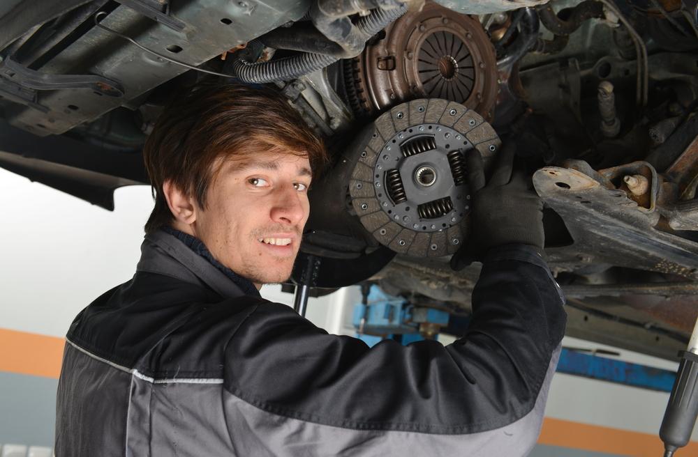 Titelbild-Getriebe-Kupplung-Auto-selbst-wechseln Ratgeber Getriebe Kupplung – Funktion, Wissenswertes und Einbauanleitung zum selber Tauschen