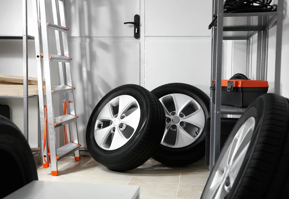 Titelbild-Reifen-richtig-lagern Reifen lagern – Wissenswertes zum Thema Sommer- und Winterreifen