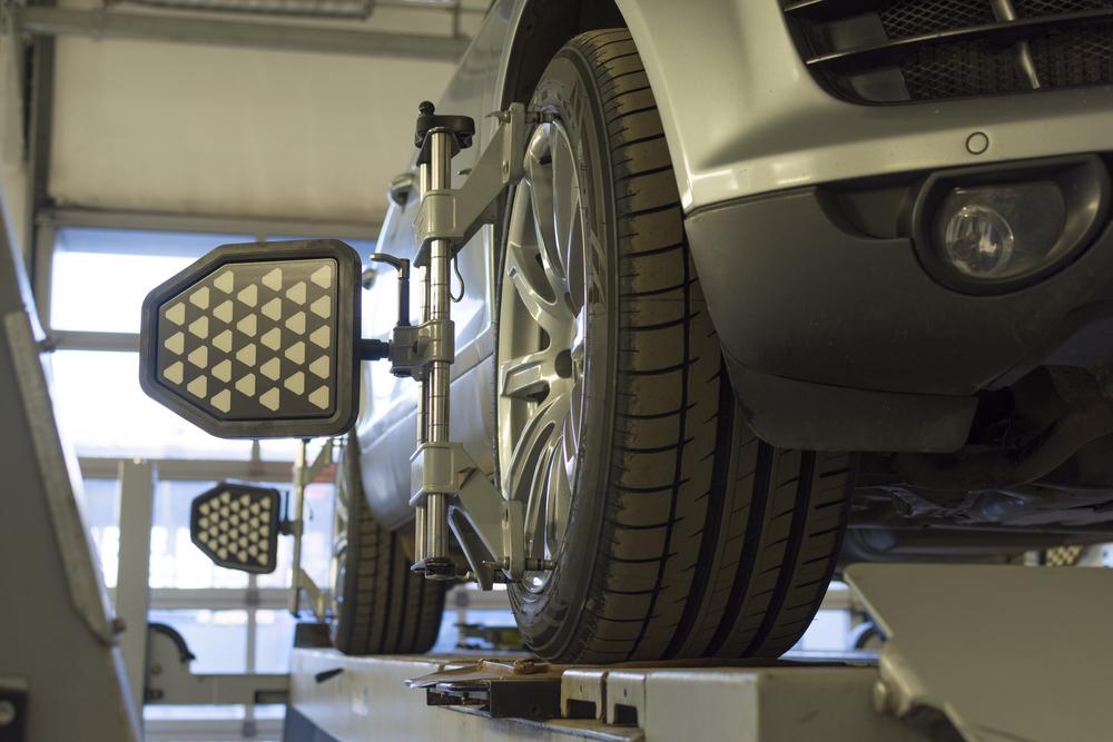 Bild5-Achsvermessung-Auto Spurstangenkopf – Ratgeber zum Symptome erkennen und selber Wechseln