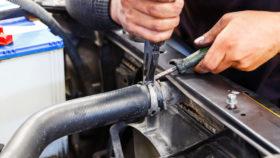 titelbild-kühler-wasserkühler-motor-auto-selbst-wechseln-280x158 Stabilisatorlager wechseln – Funktion, Diagnose und Einbauanleitung