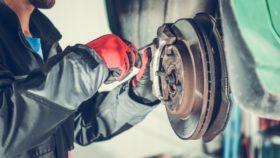 Titelbild-quietschende-Bremsen-Auto-280x158 Wie und warum sollte ich neue Bremsen richtig einfahren bzw. einbremsen