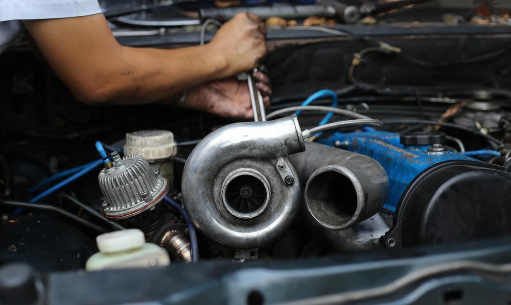 Titelbild-Turbolader-beim-Auto-wechseln Turbolader – Wissenswertes, Diagnose, Ratgeber zum Wechseln