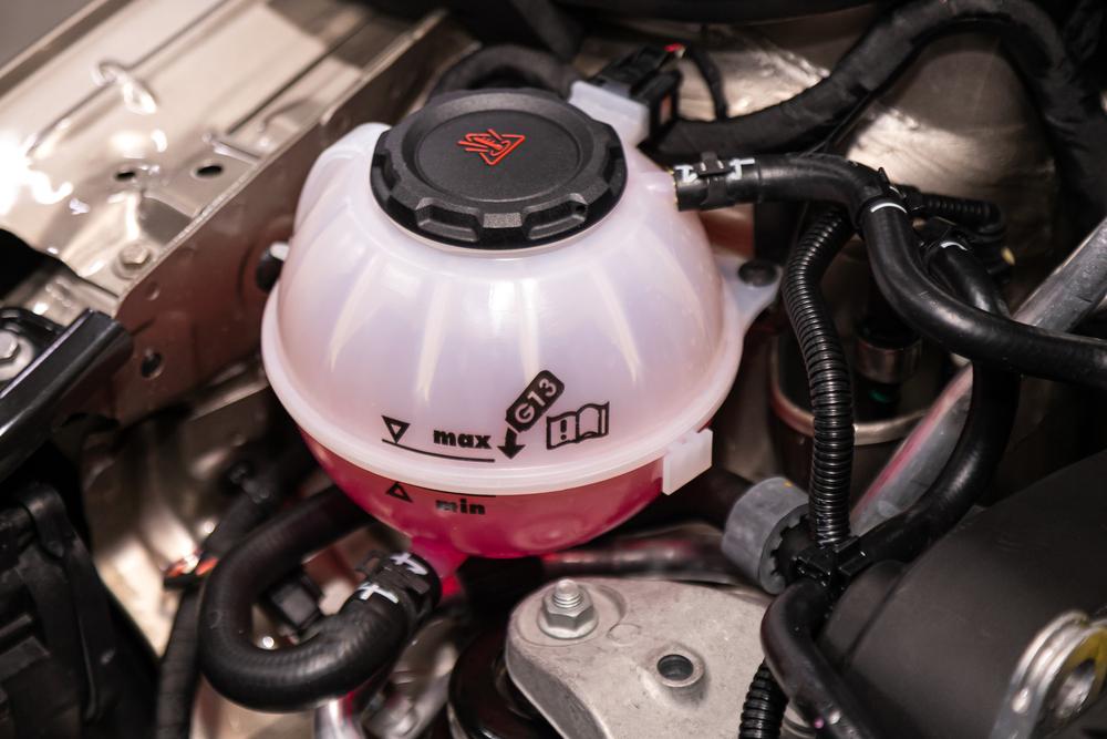 Bild5-Kuehlfluessigkeit-auffuellen Thermostat – Wissenswertes und Ratgeber zum selber Wechseln