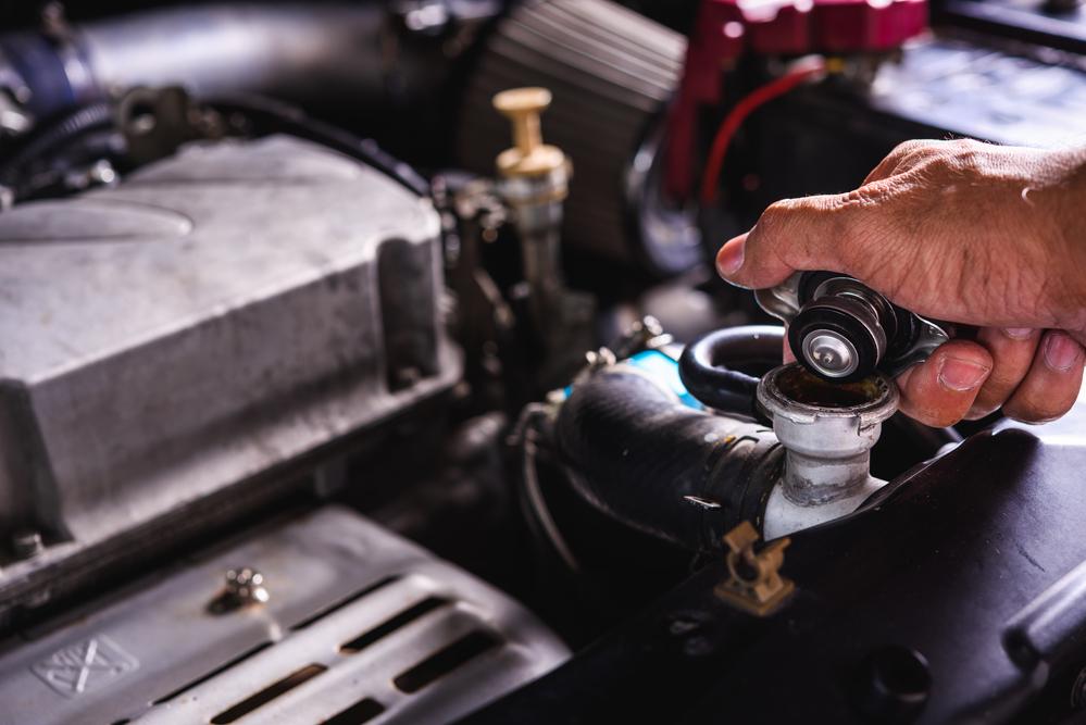 bild5-oel-im-kuehlwasser-auto-pruefen-diagnose Zylinderkopfdichtung – Wissenswertes, Funktion und Ratgeber zum Wechseln