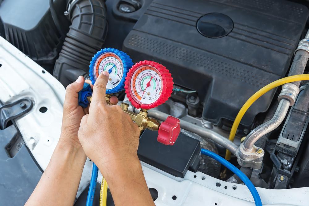 bild-6-klimaanlage-auto-mit-neuem-kaeltemittel-befuellen Klimakompressor Ratgeber – Wissenswertes, Diagnose, wechseln