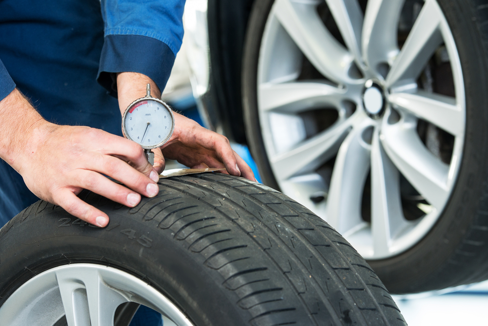 reifenprofil-pruefen Warum die Radlager beim Auto regelmäßig geprüft werden sollten