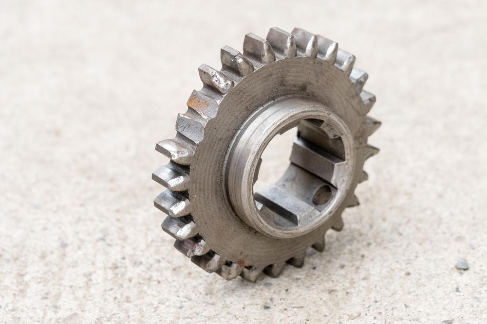 verschlissenes-Zahnrad-Getriebe-Auto Getriebeöl Ratgeber und Anleitung zum selber wechseln