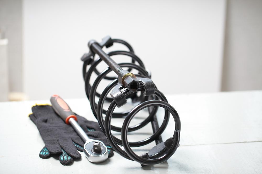 Bild-3-Federspanner-Auto Fahrwerksfedern – Aufbau, Funktion, Kosten und Anleitung zum Wechseln