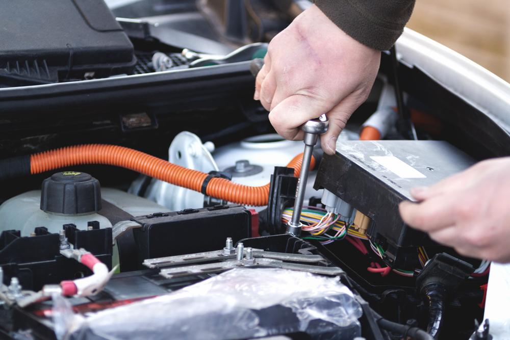Titelbild-Motorsteuergeraet-defekt-Auto Motorsteuergerät defekt – Ratgeber zur Diagnose und Kosten beim Wechseln
