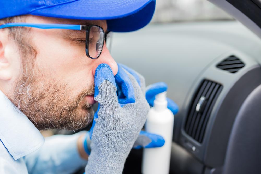Bild-2-Auto-stinkt-reinigung Ozonbehandlung gegen schlechte Gerüche im Auto