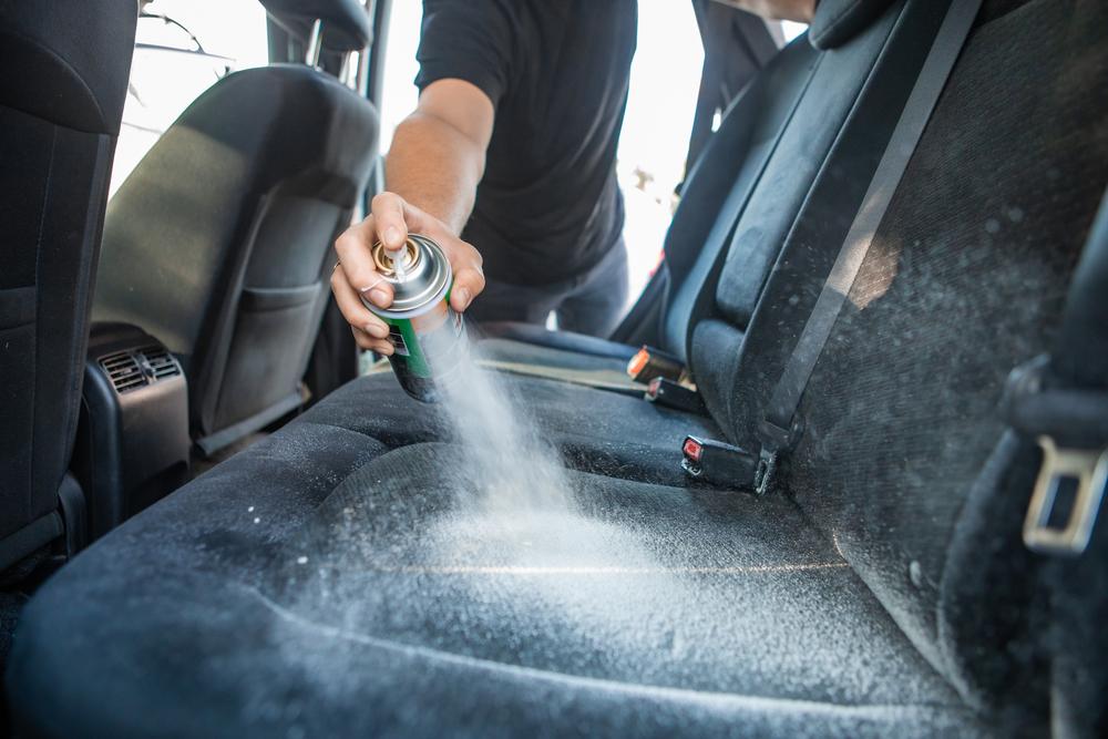 Sitzpolster-reinigung-Auto Ozonbehandlung gegen schlechte Gerüche im Auto
